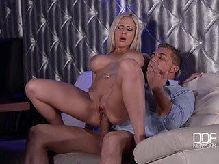 Blonde sexy babe riley nixon loves hardcore anal sex